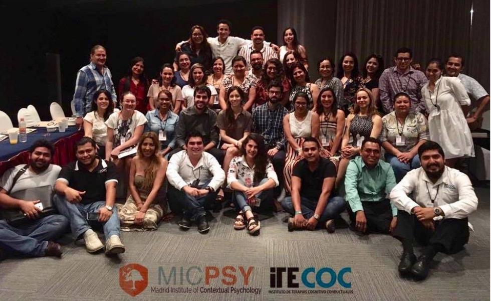 Bárbara Gil-Luciano y Adrián Barbero imparten un entrenamiento intensivo en ACT en Acapulco (México)