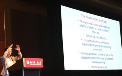 Carmen Luciano en su conferencia invitada en el Congreso Anual de la Association for Behavioral Analysis International (ABAI)